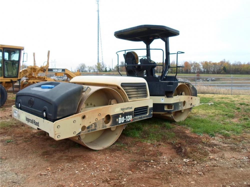 Detail photo of 2006 Ingersoll Rand DD138HF from Construction Equipment Guide