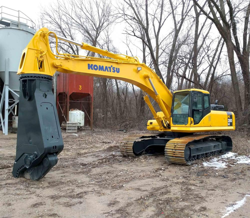 Detail photo of 2004 Komatsu PC300LC-7 from Construction Equipment Guide