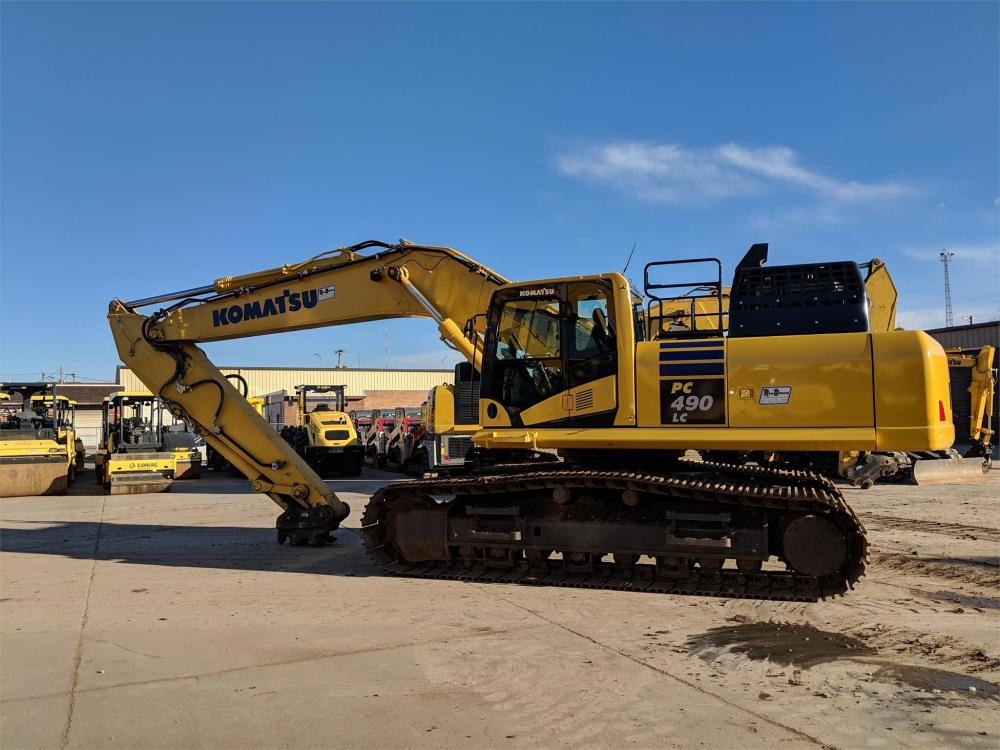 Detail photo of 2017 Komatsu PC490LC-11 from Construction Equipment Guide