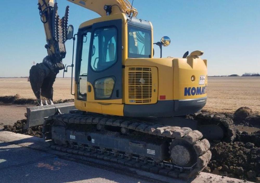 Detail photo of 2012 Komatsu PC138USLC-8 from Construction Equipment Guide