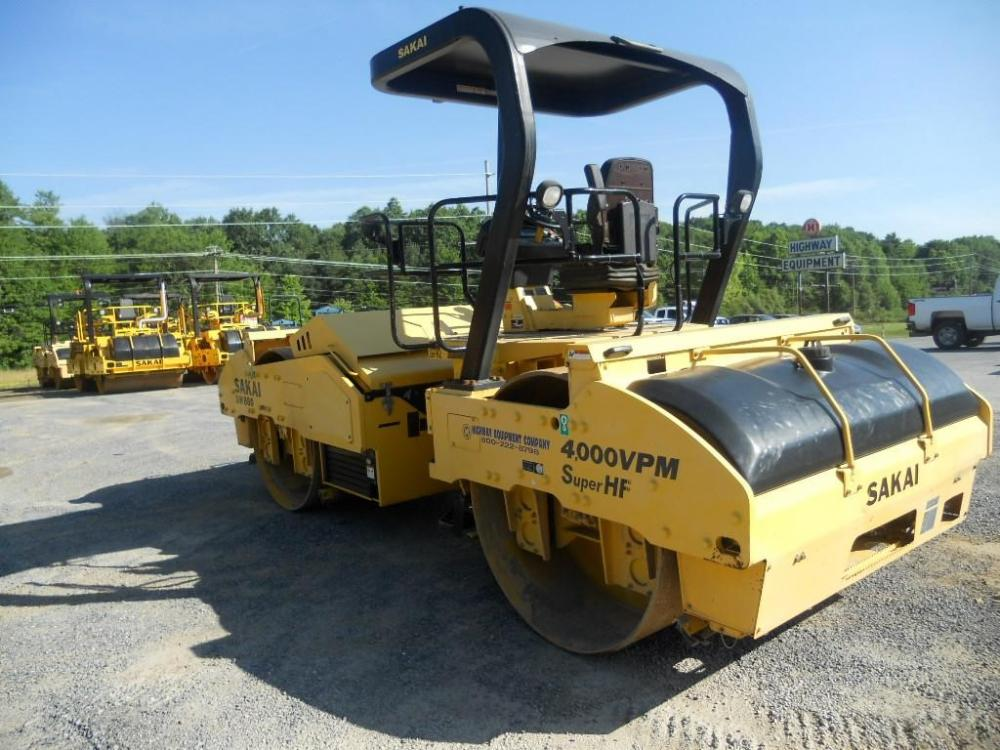 Detail photo of 2010 Sakai SW880 from Construction Equipment Guide