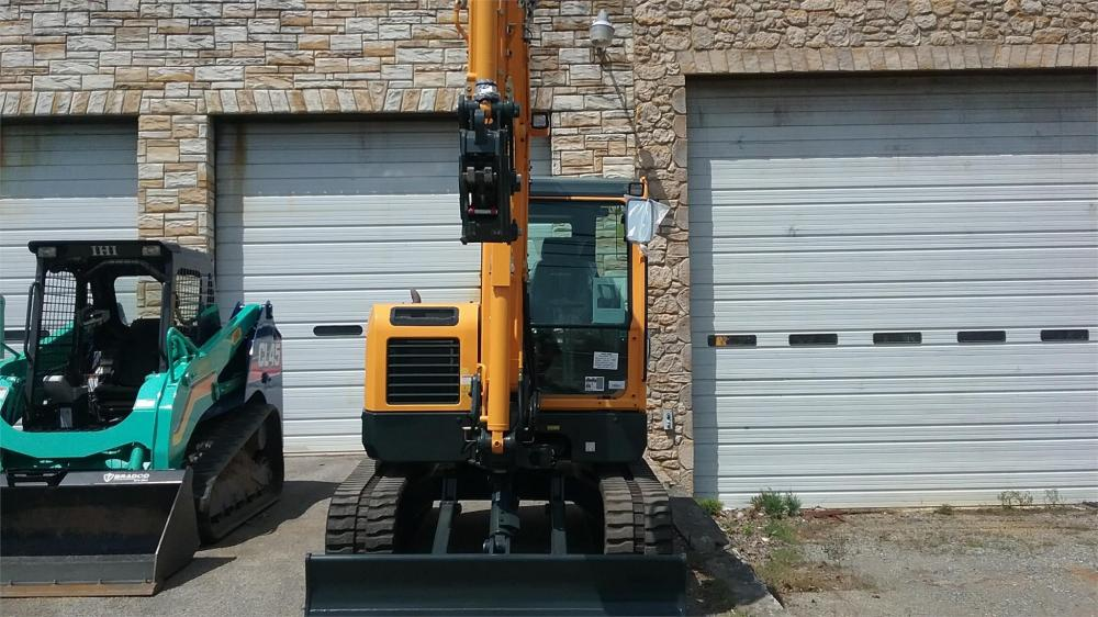 Detail photo of 2017 Hyundai ROBEX 60CR-9 from Construction Equipment Guide