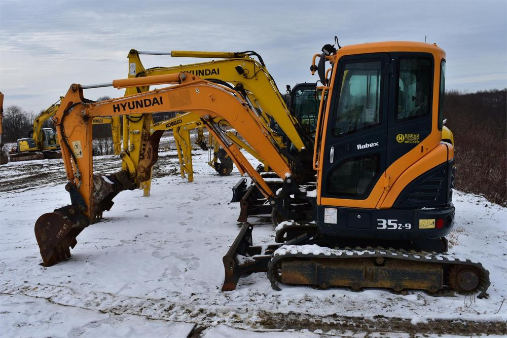 Detail photo of 2012 Hyundai ROBEX 35Z-9 from Construction Equipment Guide
