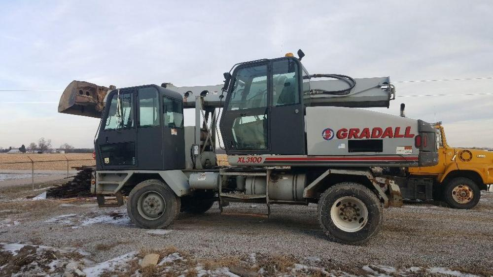 Detail photo of 2001 Gradall XL 3100 from Construction Equipment Guide
