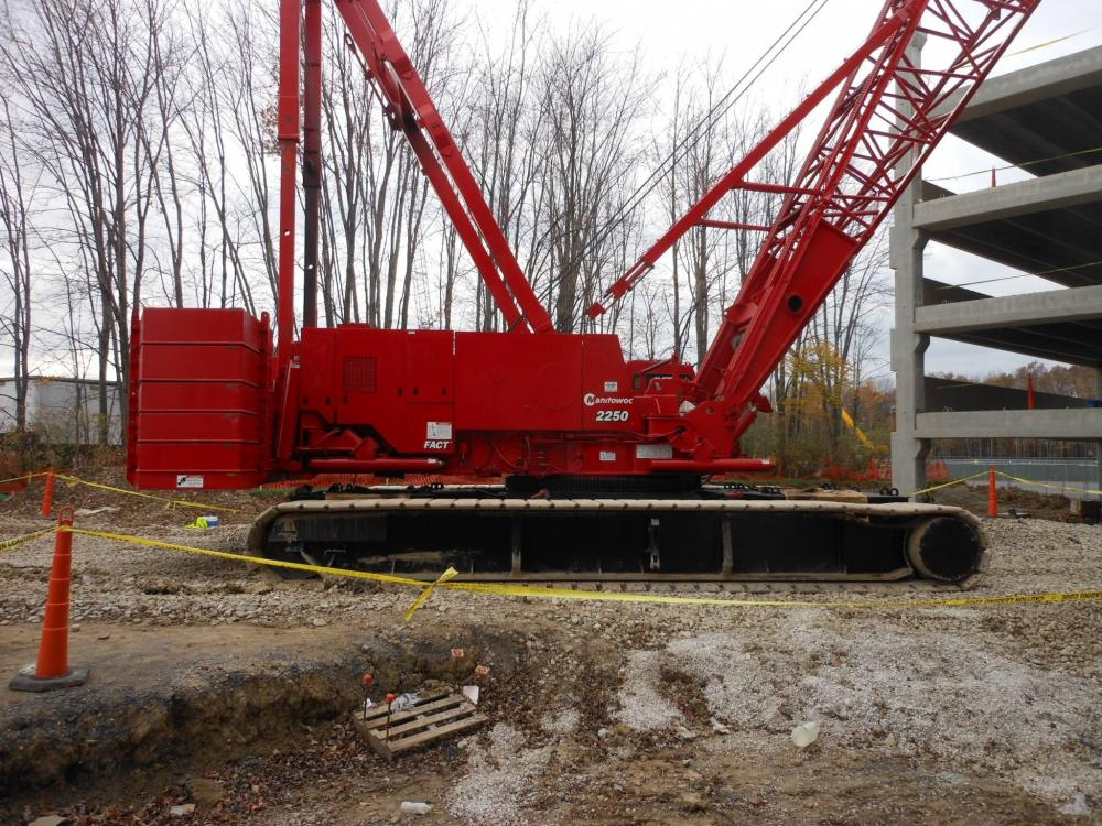 Detail photo of 2000 Manitowoc 2250 from Construction Equipment Guide