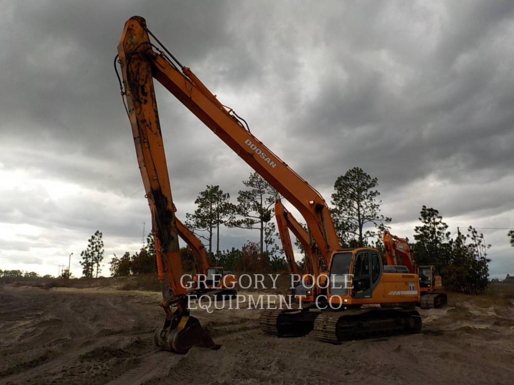 Detail photo of 2009 Doosan DX300LC from Construction Equipment Guide