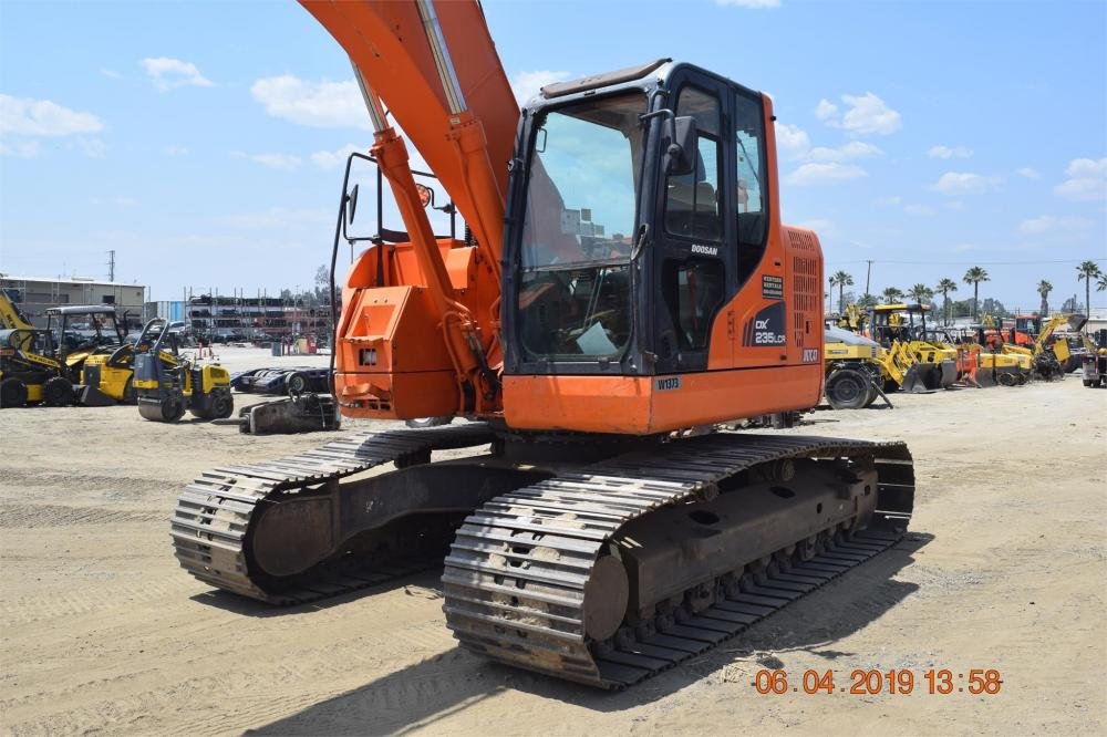 Detail photo of 2014 Doosan DX235LCR from Construction Equipment Guide