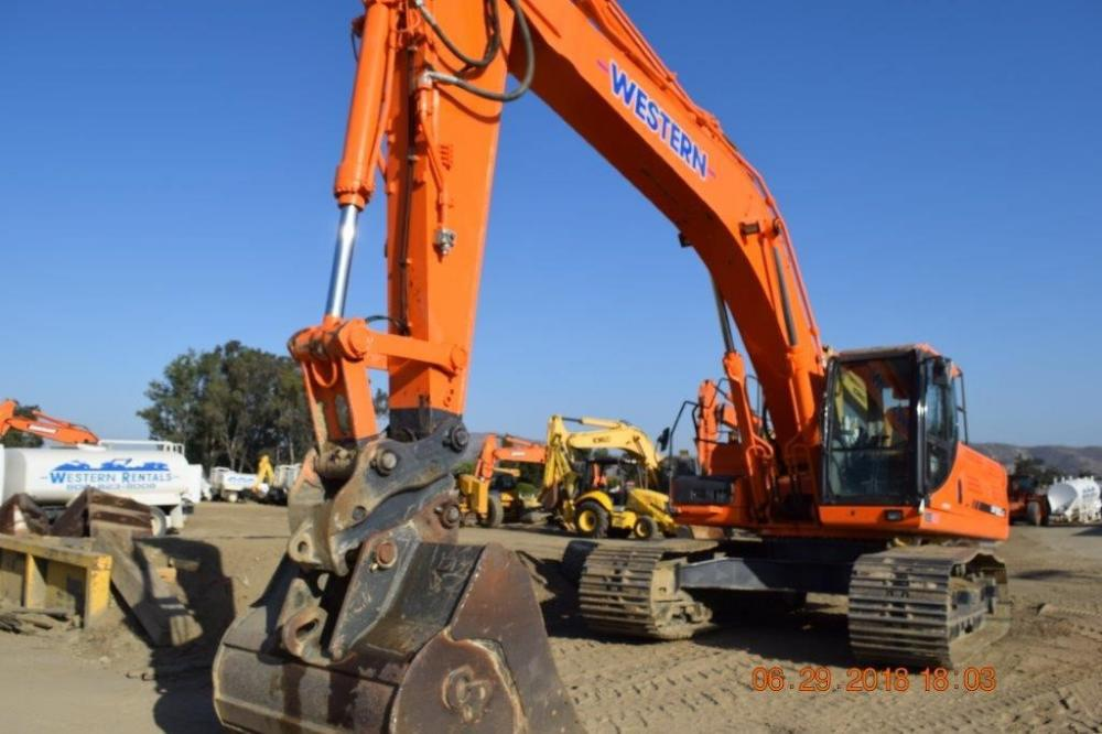 Detail photo of 2013 Doosan DX350LC-3 from Construction Equipment Guide