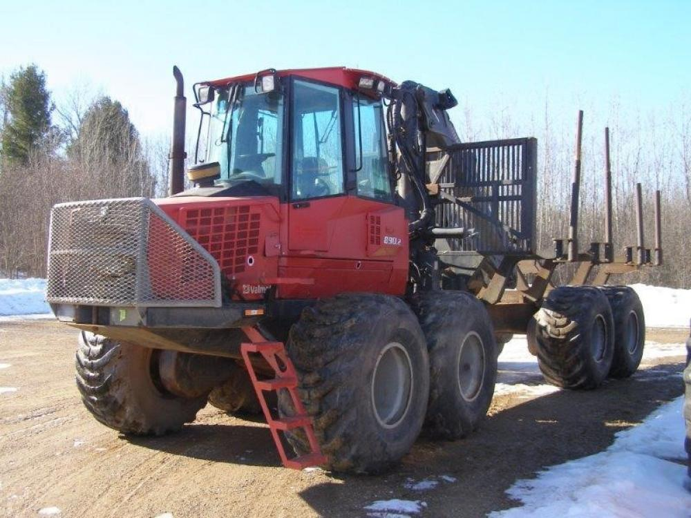 Detail photo of 2005 Valmet 890.2 from Construction Equipment Guide