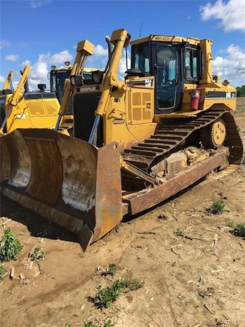 Detail photo of 2006 Caterpillar D6R XW from Construction Equipment Guide