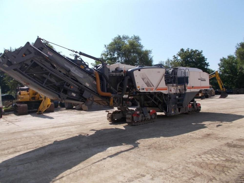 Detail photo of 2015 Wirtgen  W220 from Construction Equipment Guide