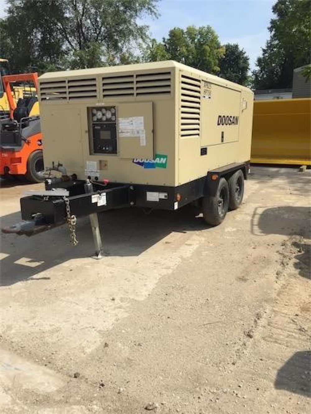 Detail photo of 2017 Doosan Portable Power XP825/HP750WCU-T4F from Construction Equipment Guide