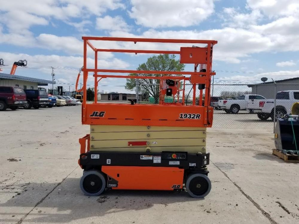 Detail photo of 2018 JLG 1932R from Construction Equipment Guide