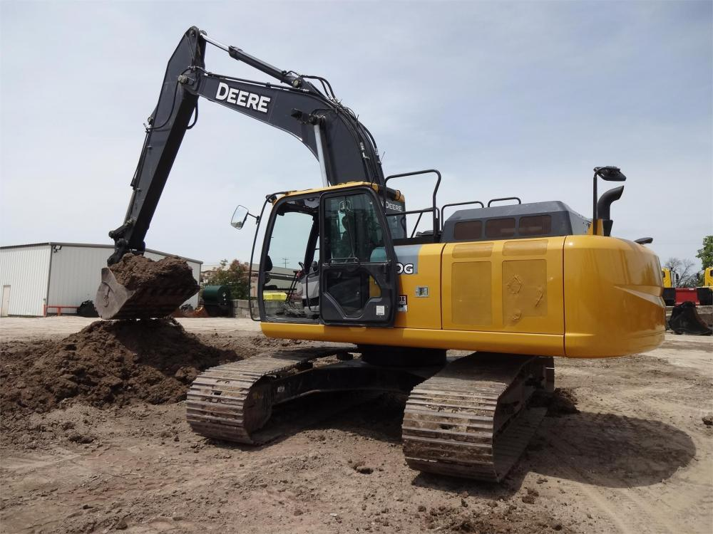 Detail photo of 2015 John Deere 250G LC from Construction Equipment Guide