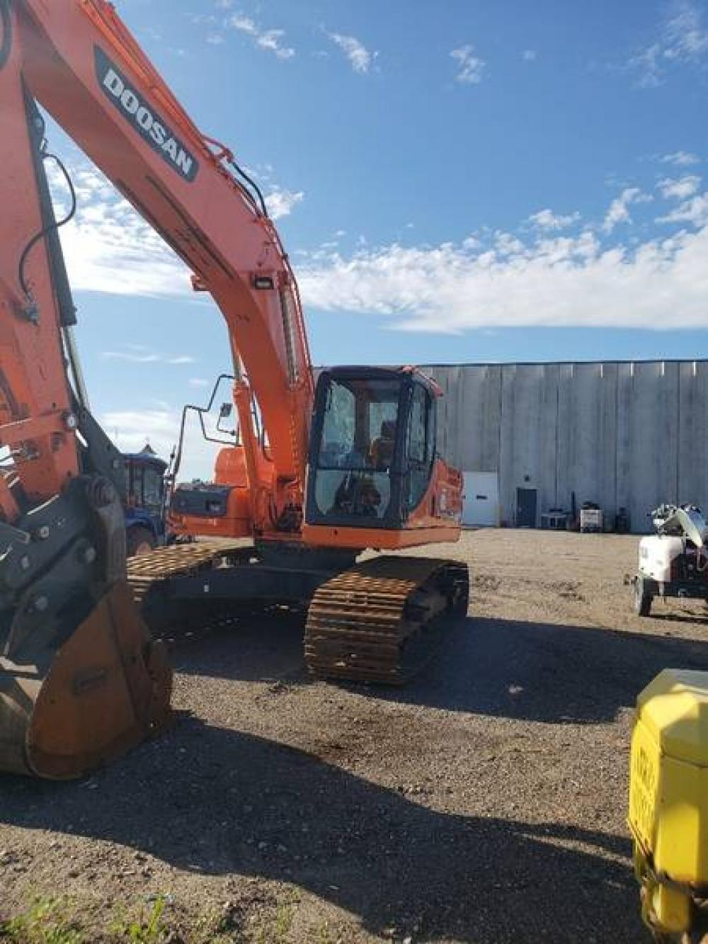 Detail photo of 2012 Doosan DX225LC from Construction Equipment Guide