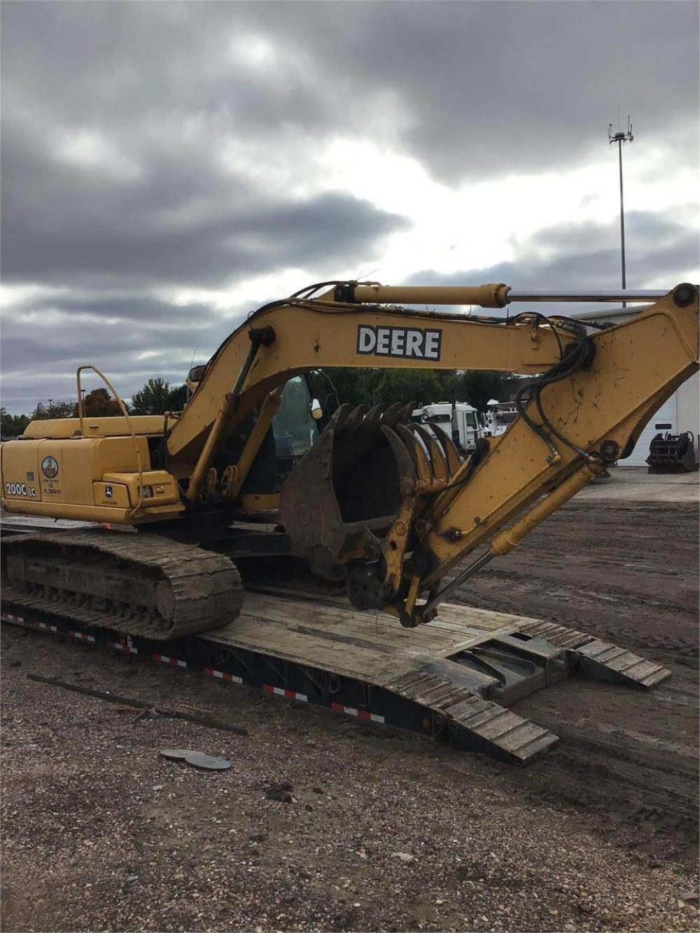 Detail photo of 2002 John Deere 200C LC from Construction Equipment Guide
