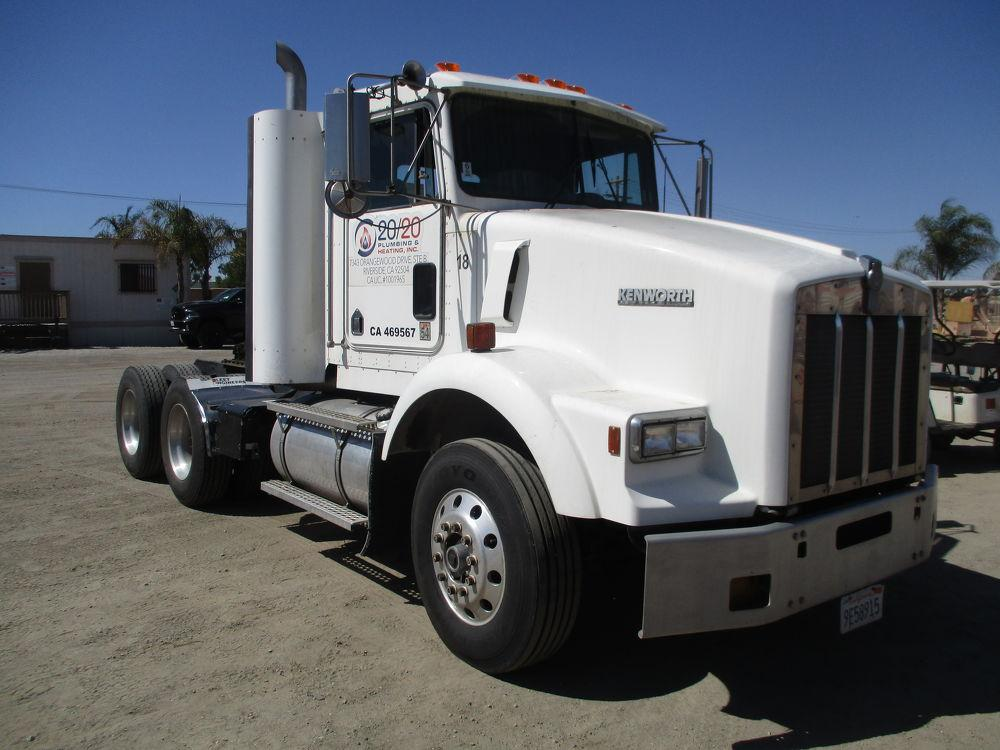 Detail photo of 1995 Kenworth T-800 from Construction Equipment Guide