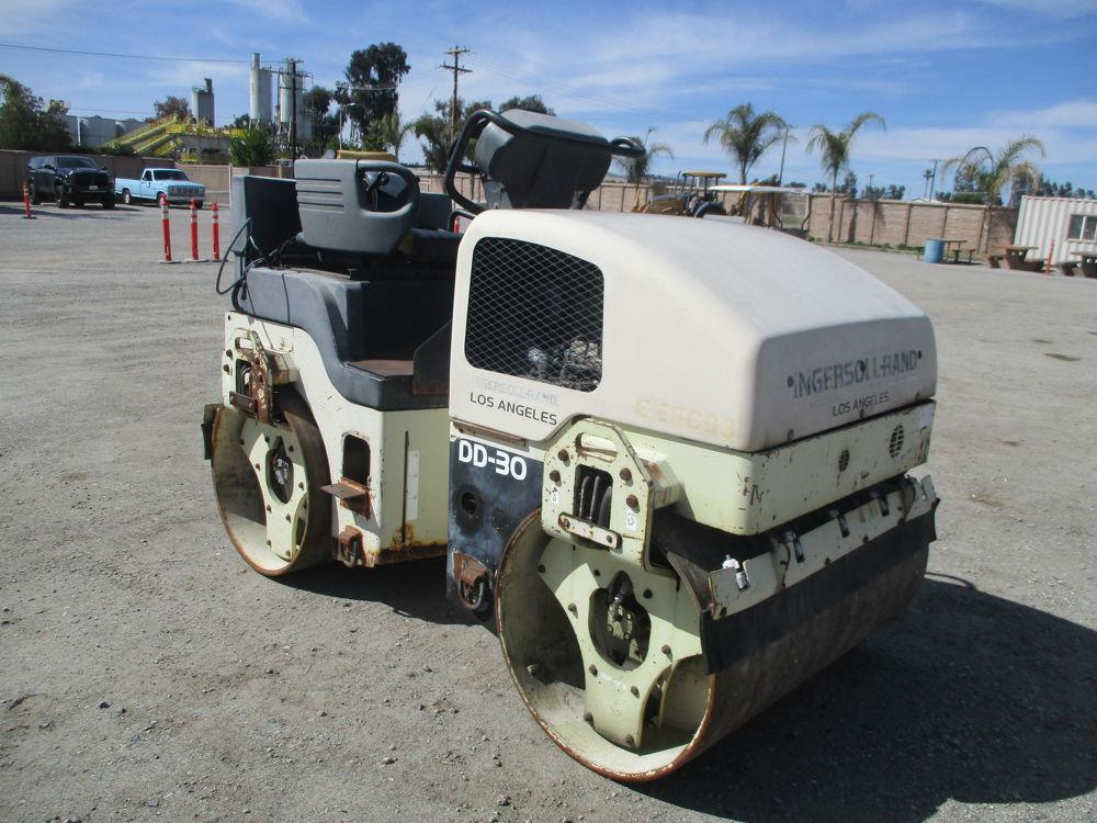 Detail photo of 2000 Ingersoll Rand DD30 from Construction Equipment Guide