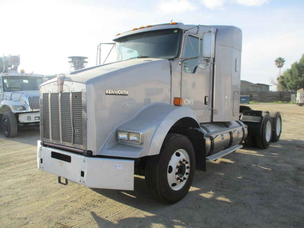 Detail photo of 2011 Kenworth T-800 from Construction Equipment Guide
