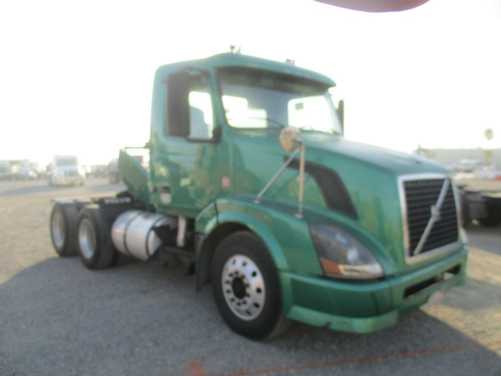 Detail photo of 2009 Volvo VNL from Construction Equipment Guide