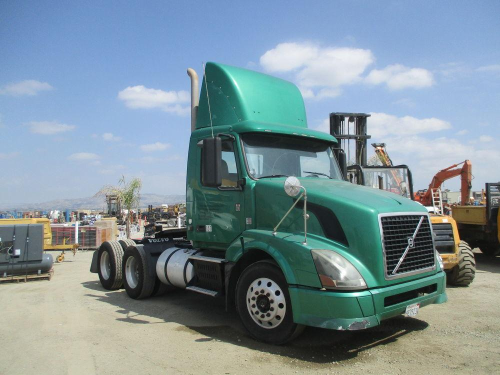 Detail photo of 2009 FREIGHTLINER COLUMBIA from Construction Equipment Guide