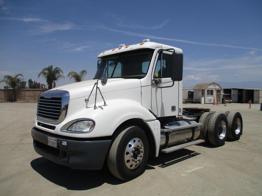 Detail photo of 2009 FREIGHTLINER COLUMBIA 120 from Construction Equipment Guide