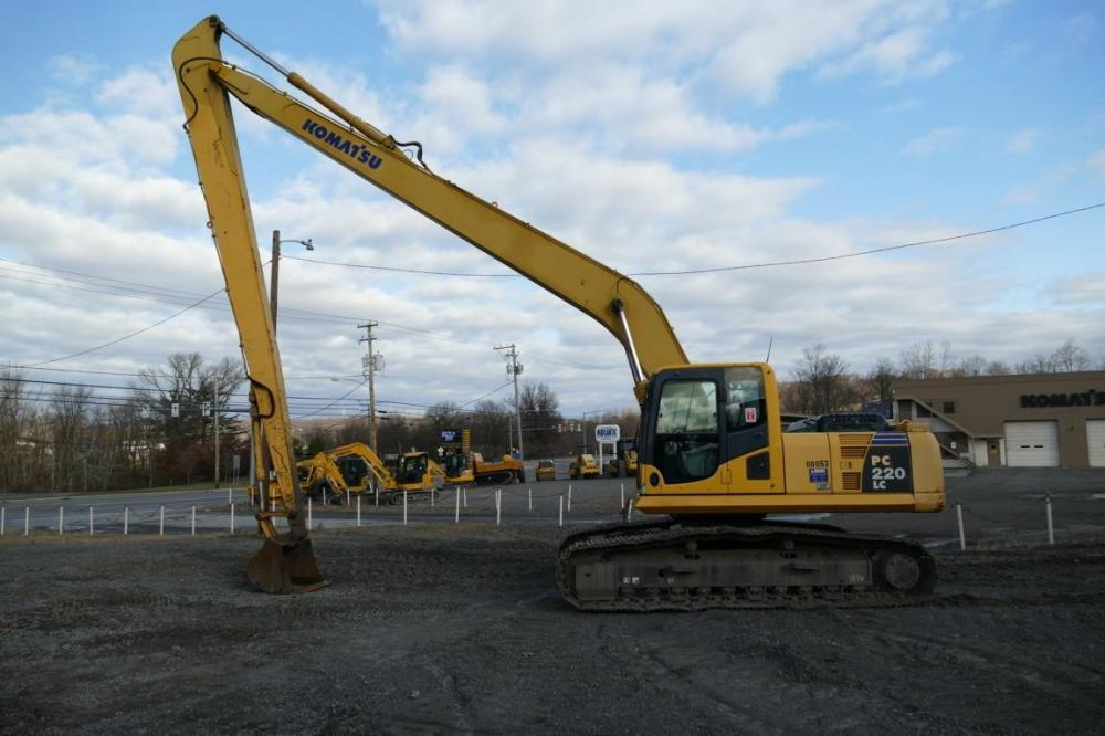 Detail photo of 2010 Komatsu PC220LC-8 from Construction Equipment Guide