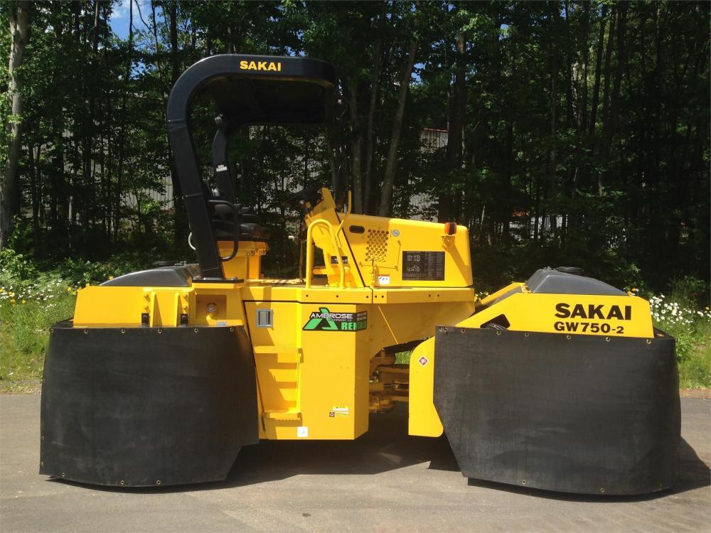 Detail photo of 2015 Sakai GW750 II from Construction Equipment Guide