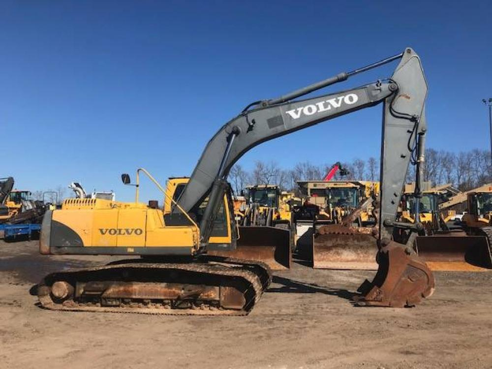 Detail photo of 2005 Volvo EC 240 B from Construction Equipment Guide