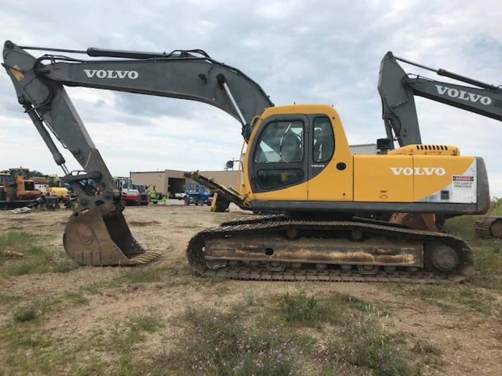 Detail photo of 2000 Volvo EC240LC from Construction Equipment Guide