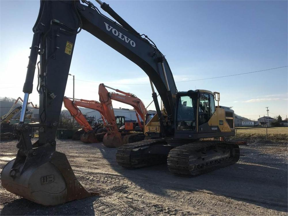Detail photo of 2017 Volvo EC300EL from Construction Equipment Guide