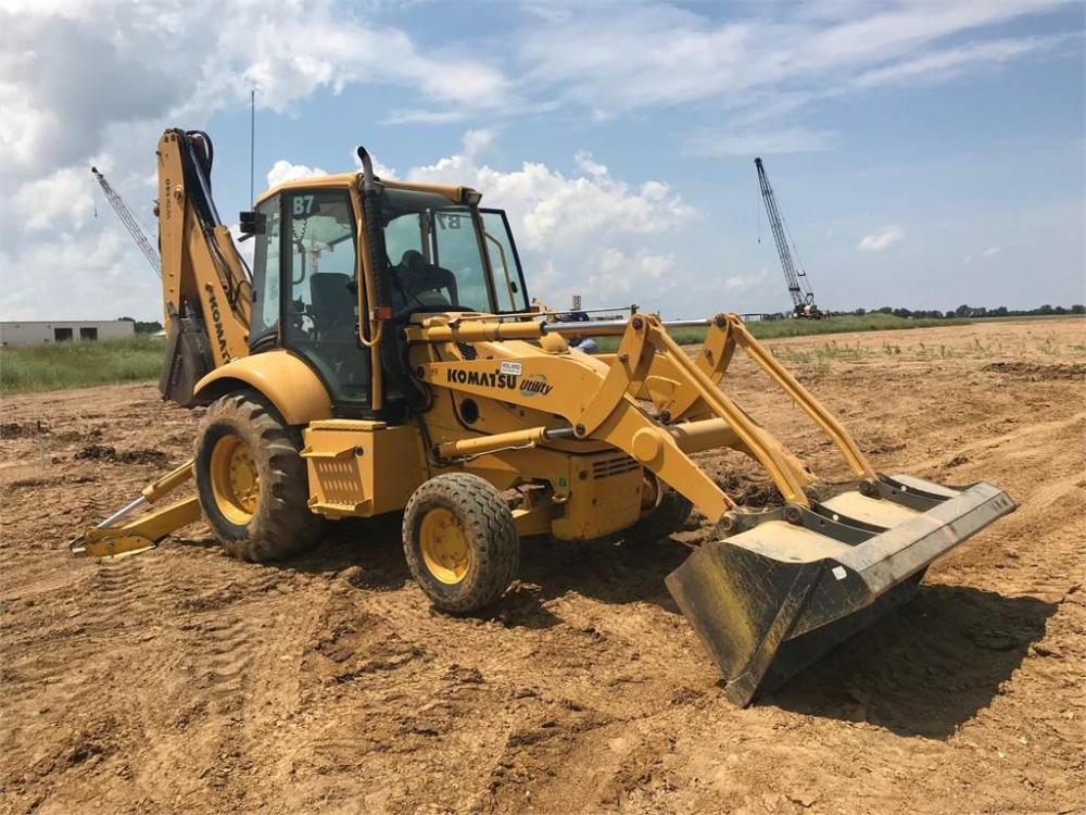 Detail photo of 2001 Komatsu WB140-2 from Construction Equipment Guide