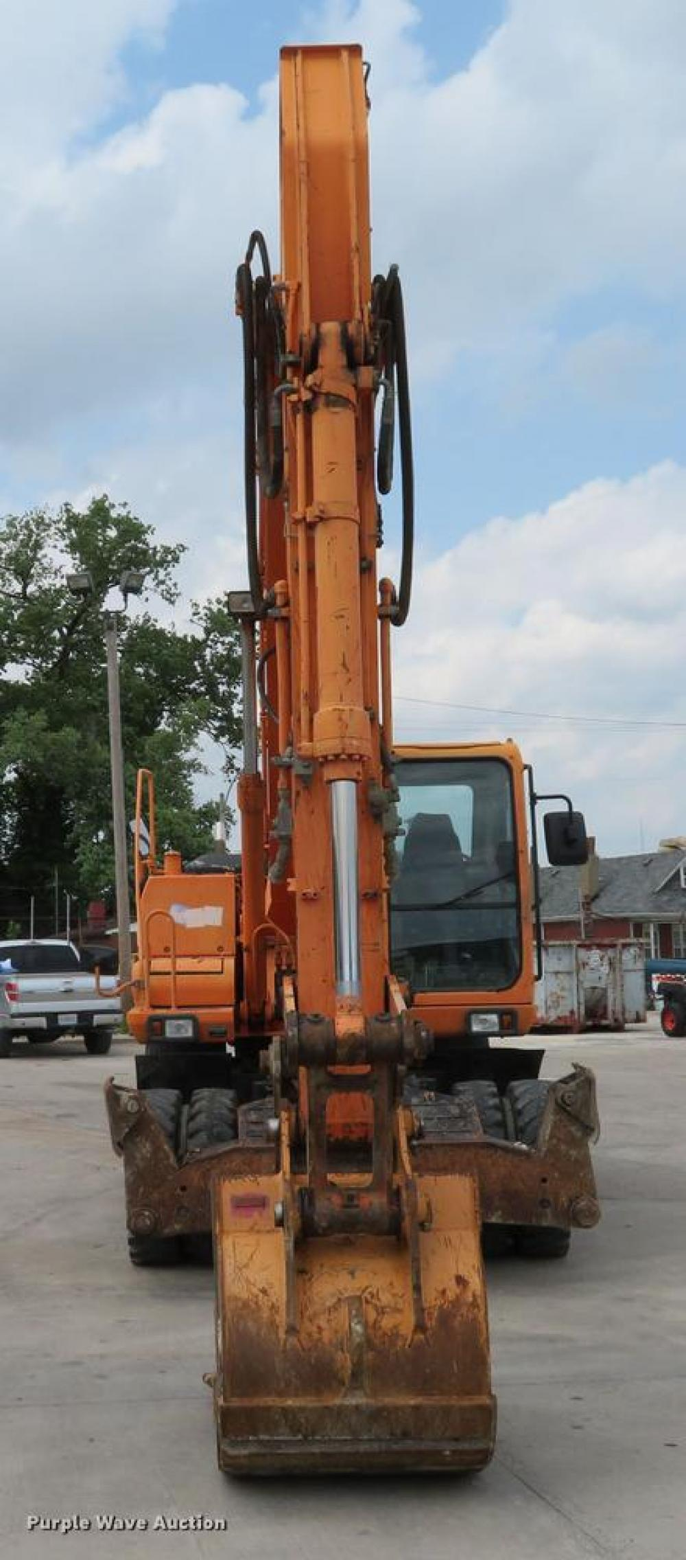 Detail photo of 2006 Doosan SOLAR 210WV from Construction Equipment Guide