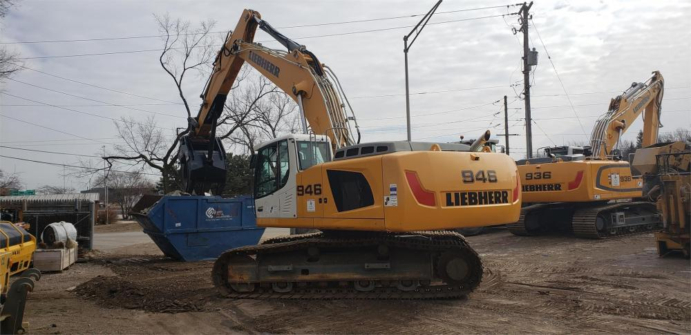 Detail photo of 2014 Liebherr R946 from Construction Equipment Guide