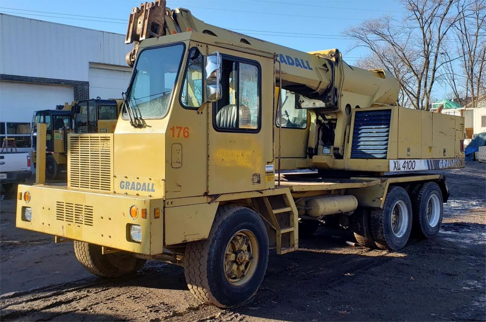 Detail photo of 1994 Gradall XL 4100 from Construction Equipment Guide