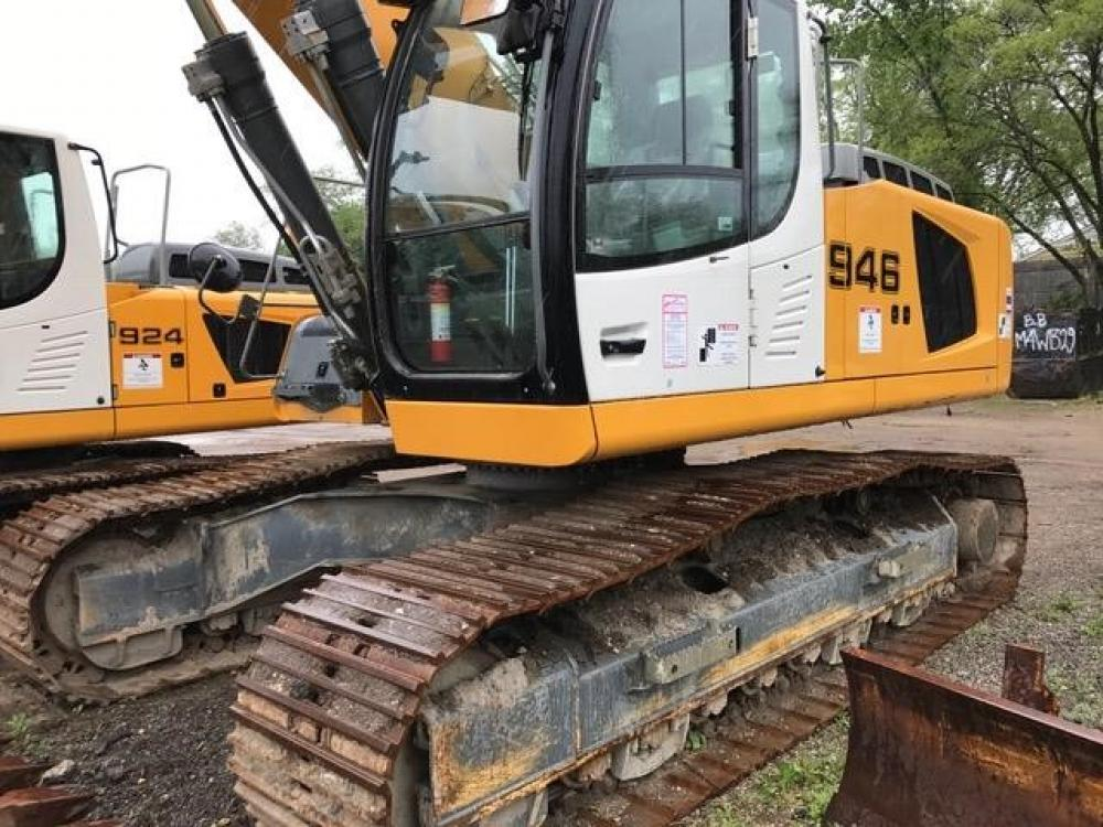Detail photo of 2012 Liebherr R946 from Construction Equipment Guide