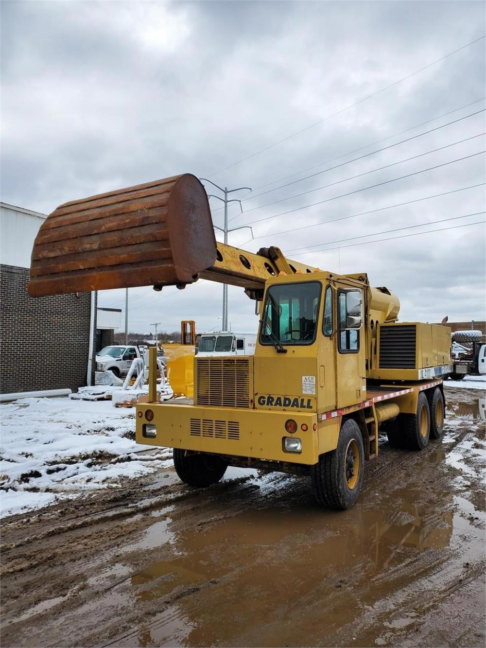Detail photo of 1997 Gradall XL 4100 from Construction Equipment Guide