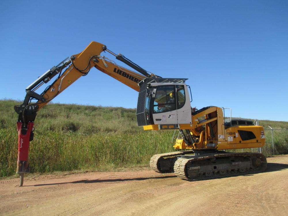 Detail photo of 2015 Liebherr R924 from Construction Equipment Guide