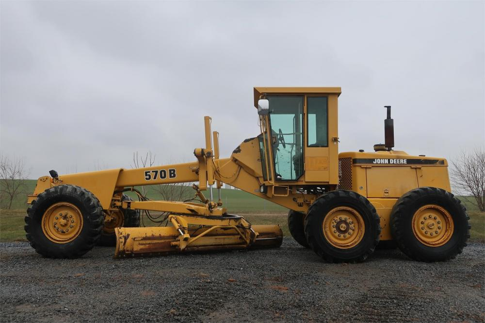 Detail photo of 1994 John Deere 570B from Construction Equipment Guide