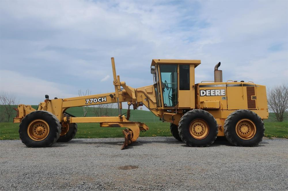 Detail photo of 1998 John Deere 770CH from Construction Equipment Guide