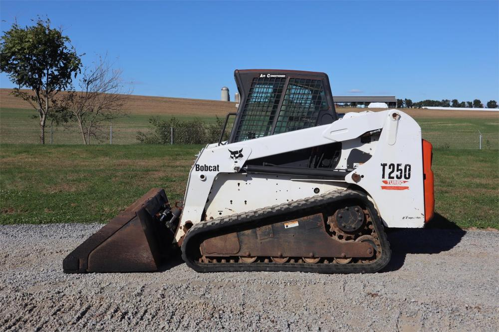 Detail photo of 2004 Bobcat T250 from Construction Equipment Guide