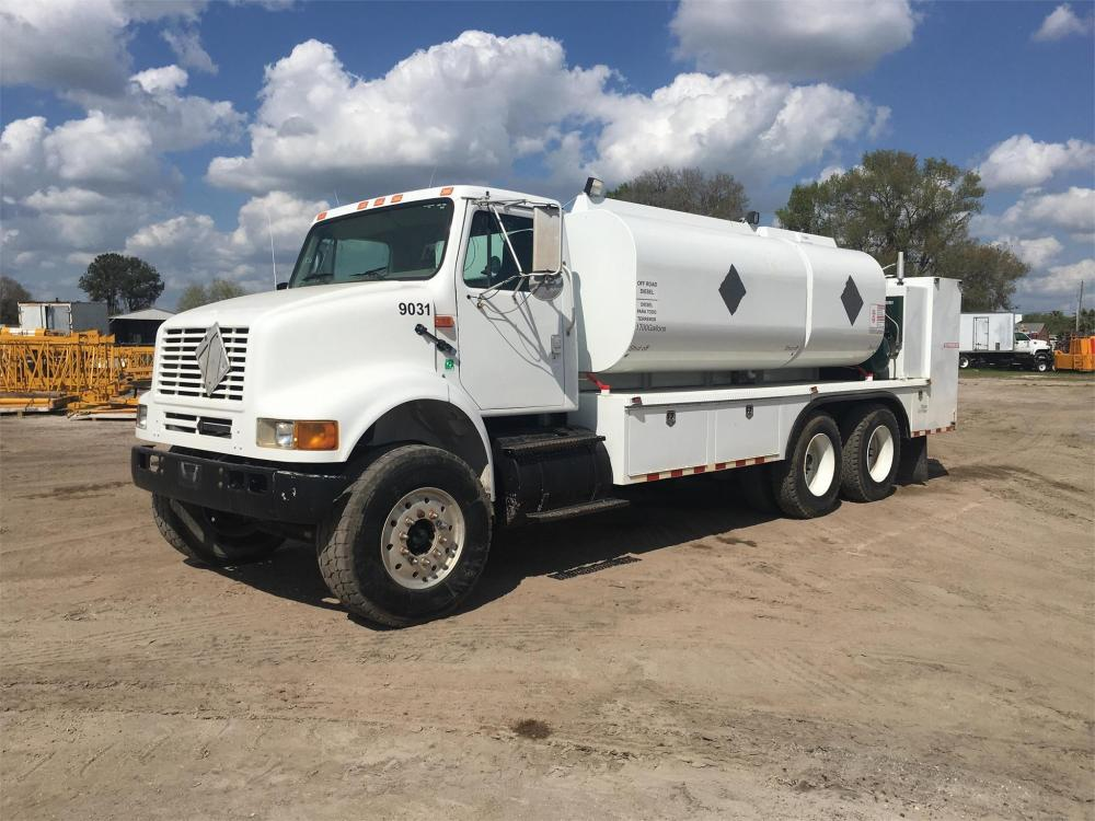 Detail photo of 2000 International 8100 from Construction Equipment Guide