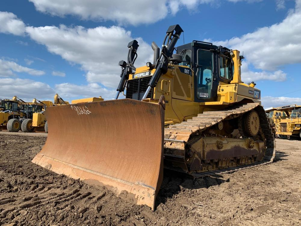 Detail photo of 2014 Caterpillar D6T XW from Construction Equipment Guide