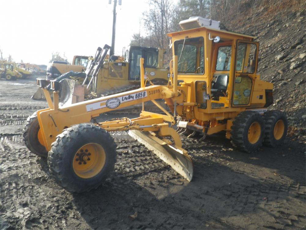 Detail photo of 2008 LeeBoy 685B from Construction Equipment Guide