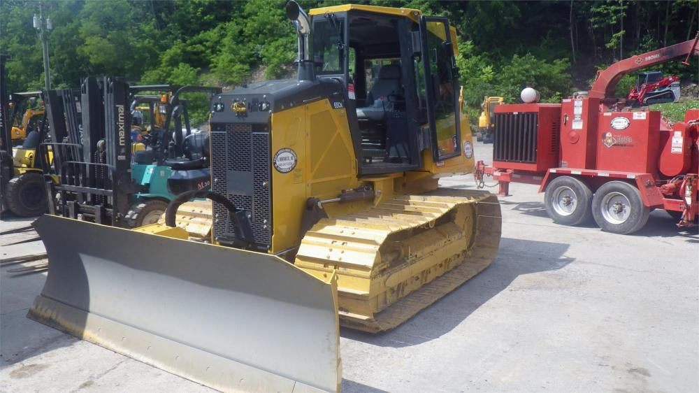Detail photo of 2017 John Deere 650K LGP from Construction Equipment Guide