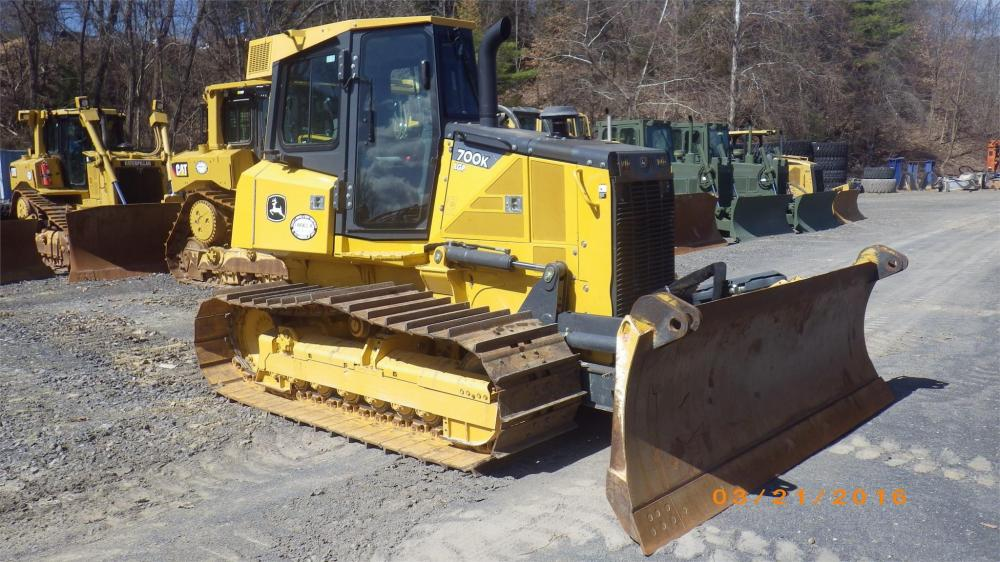 Detail photo of 2015 John Deere 700K LGP from Construction Equipment Guide