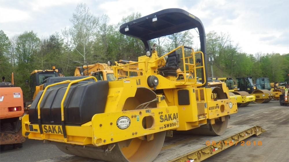Detail photo of 2011 Sakai SW850 from Construction Equipment Guide