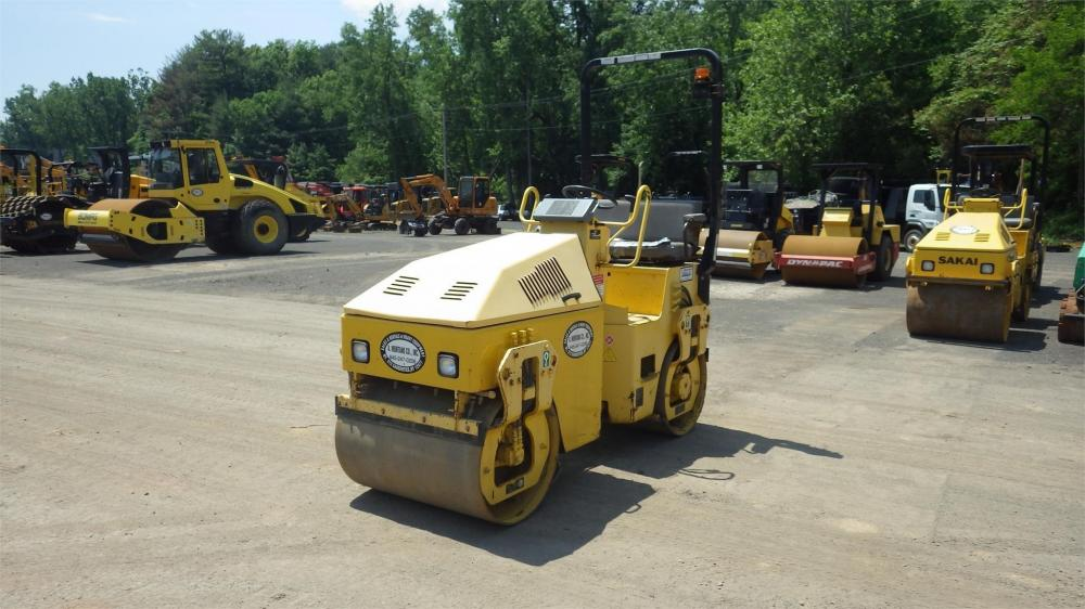 Detail photo of 2006 Sakai SW300 from Construction Equipment Guide