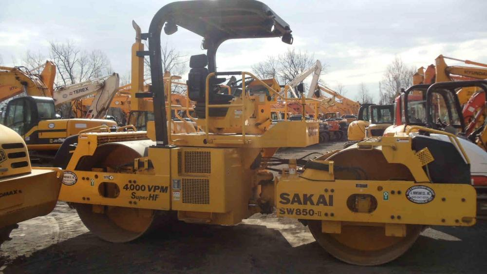Detail photo of 2009 Sakai SW850 from Construction Equipment Guide