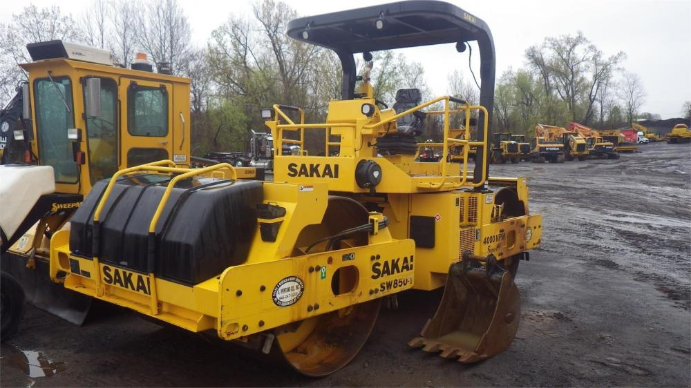 Detail photo of 2013 Sakai SW850 from Construction Equipment Guide